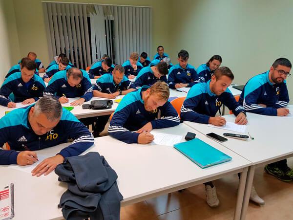 Bienvenidos al nuevo curso oficial de entrenador de futbol y tècnico deportivo.
